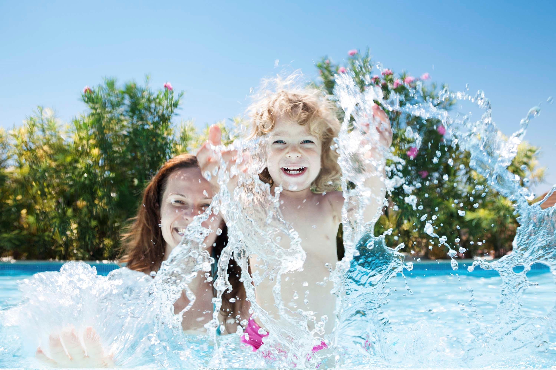 divertimento piscina mare toscana